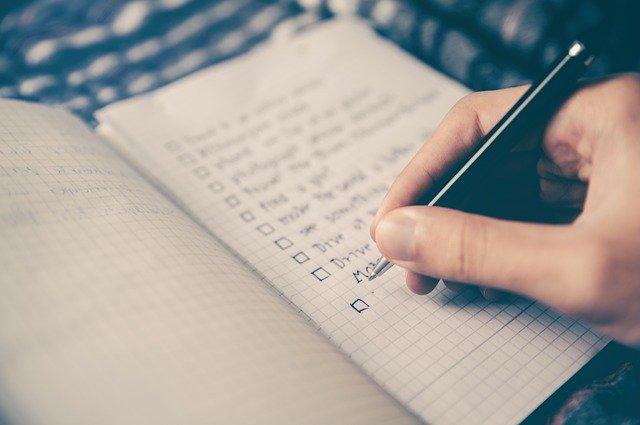 foto van schrift met checklist bij blog over valkuilen coachend leidinggeven